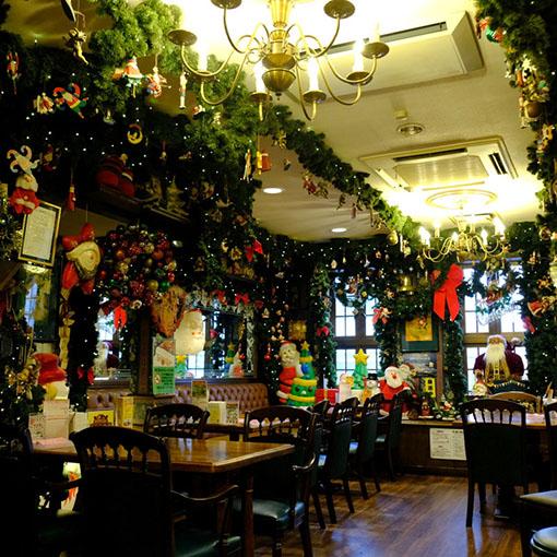 画像: お店はクリスマスモード。十字街銀座店は一年中、みんなが大好きで楽しいクリスマスがテーマ。