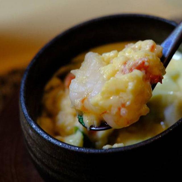 画像: 海鮮茶碗蒸し。ほっかほかでやってきました!ぷるぷるの玉子の中に大きめのホタテ、海老など。おいしい。