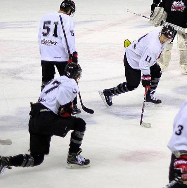 画像: 選手のスキルとしてスケーティングはもちろん、体の強さ、スピード、アジリティーなどが必要。氷上だけでなく陸上での能力強化もしています。