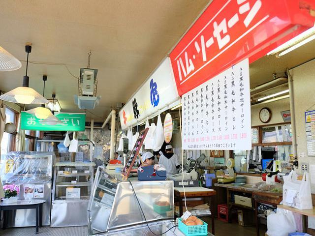 画像: 函館を代表する精肉屋さん。お客さん、ひっきりなしです。