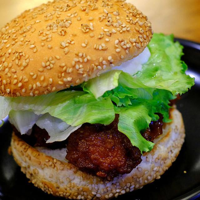 画像: 函館のハンバーガーショップ「ラッキーピエロ」を訪問です。