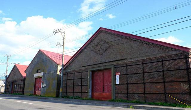 画像: 釧路のレンガ造り倉庫。今も現役で使われています。