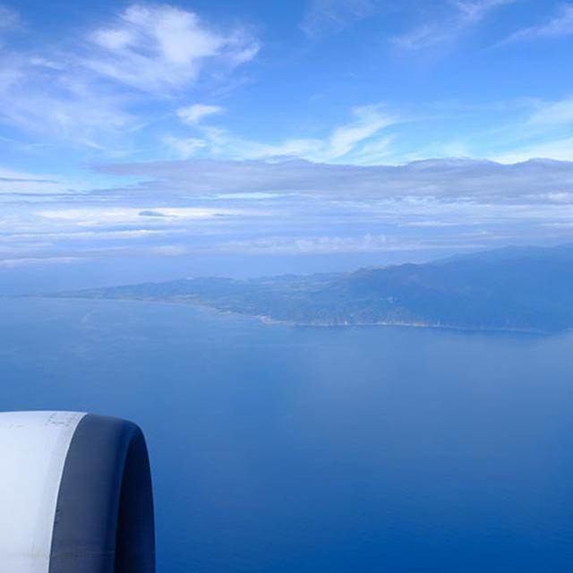 画像: 飛行機から快晴の北海道が見えてきました。