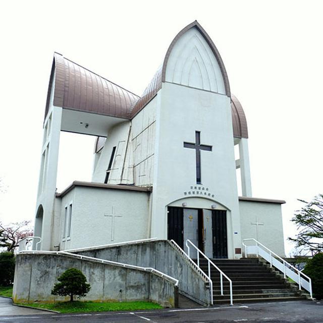 画像: 「函館聖ヨハネ教会」。プロテスタントの教会で、上から見ると十字架の形に見える建物です。