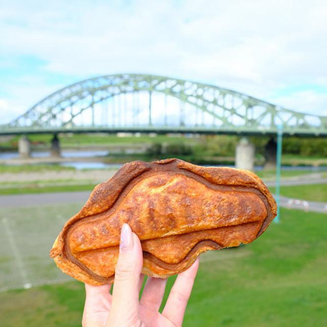 画像: トキワ焼きはこの橋の姿をモチーフにしているんです。カーブが上手く表現されてる!