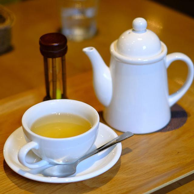 画像: ブレンドハーブティー「ハーバルブーケ」で食後のお茶タイム。食事系だけでなくスイーツやパンケーキ、ドリンクも揃います。