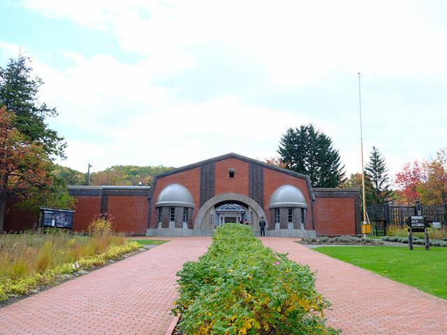 画像: 山の中に移築され、当時の建物を見られる野外博物館として開館したのは昭和58年。刑務所改築を機に壊されようとしていた旧刑務所の歴史的価値に気づいた市民から、移築保存しようという声が上がったそう。