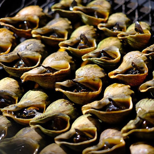 画像: 創業昭和41年、頑固なまでにつぶ焼き一筋50年。釧路では水揚げがないつぶ貝を焼きの技と味で極めた名店。