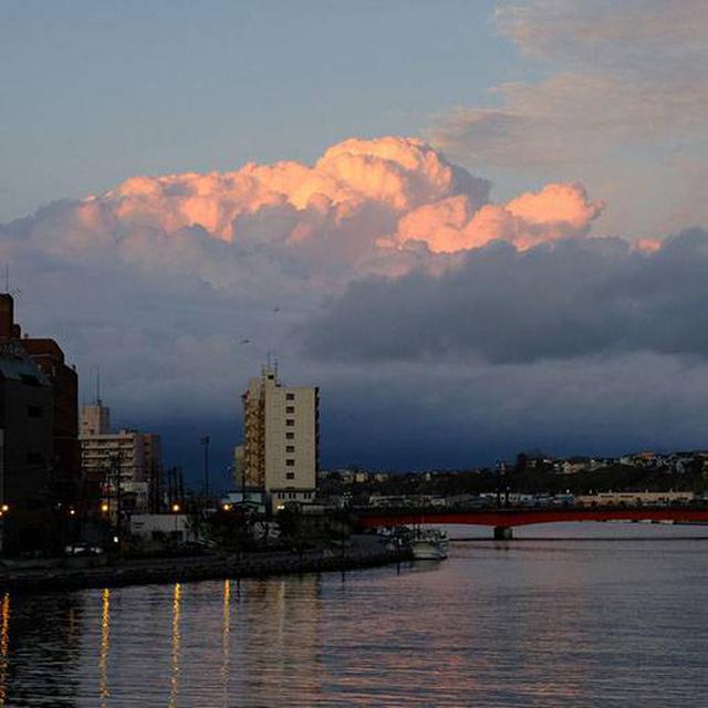 画像: 夕日の時間は雲も少し取れてくれたのですが、その後反対側から雲が湧き始め、やがて全体を覆います。釧路の天気はとても変わりやすかったです。