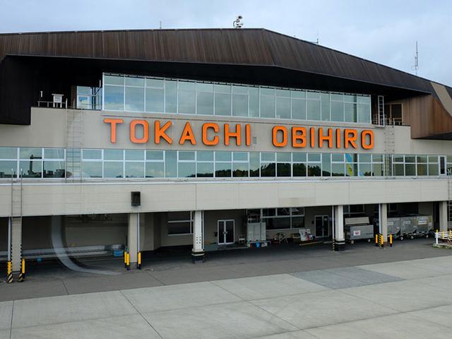 画像: とかち帯広空港に到着です。ここから帯広駅までは空港バスで40分ほど。