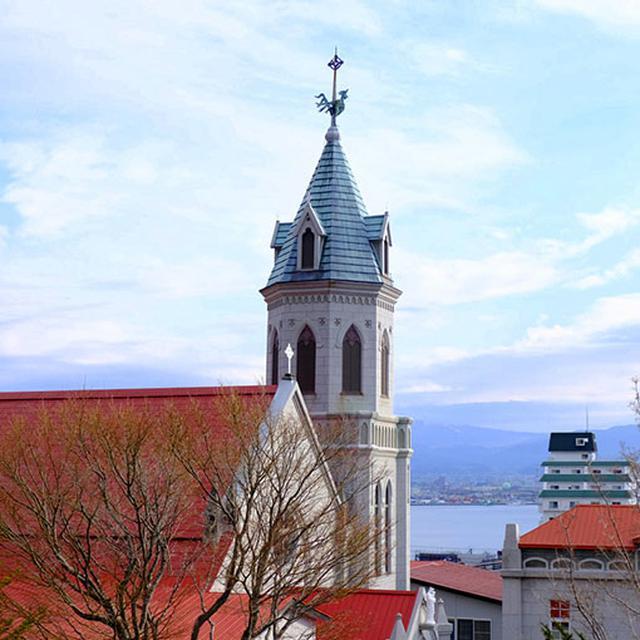 画像: まずは「カトリック元町教会」を見に行きました。海まで見えてとてもいいロケーションです!