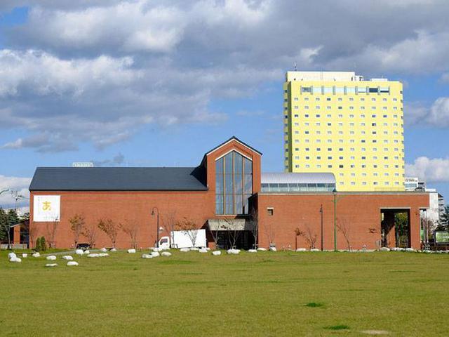 画像: 倉庫街の目印は、北海道立釧路芸術館の海側(西側)のエリア。