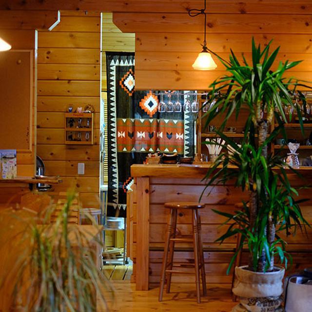 画像: 網走の駅前でカフェ営業されていたご夫婦がこの地へ移住され、木の温かみある住居兼カフェを開いたのが2011年。