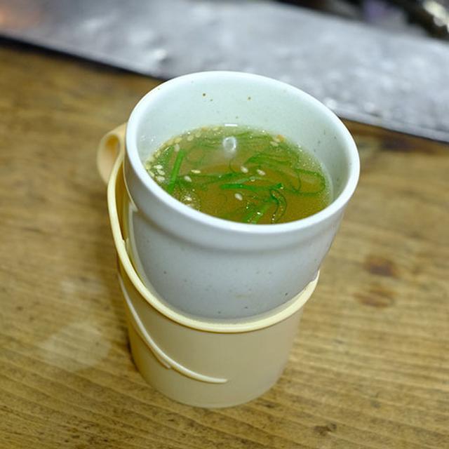 画像: 臭みのない透き通った味のアツアツの鶏スープでシメ。旭川名物新子焼き。昭和レトロなお店でぜひ味わってみてほしいです。