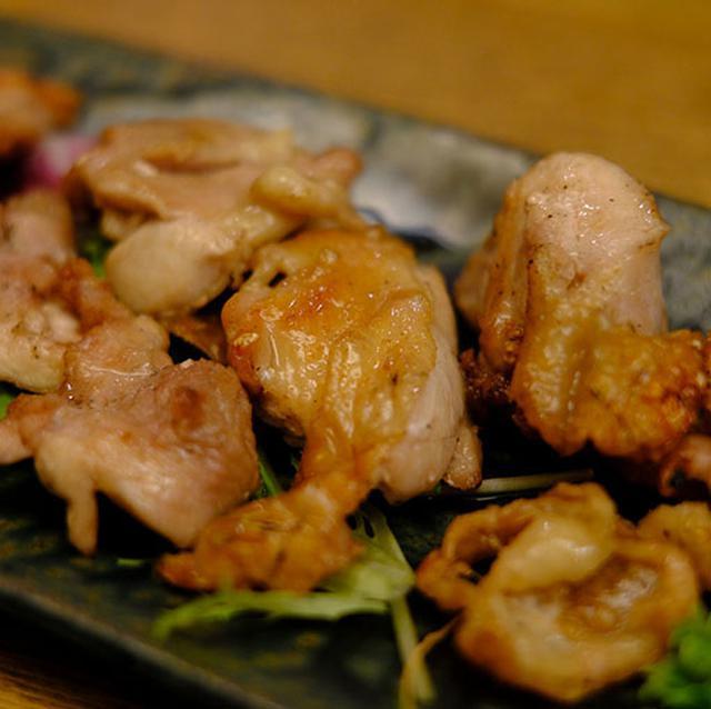 画像: 知床鶏。シンプルだけどおいしい。パリッとした皮目も楽しめる一品。