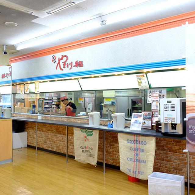 画像: 売り場に注文書を提出。焼き鳥弁当は手作りで、その場で作りたてを提供してもらえます!