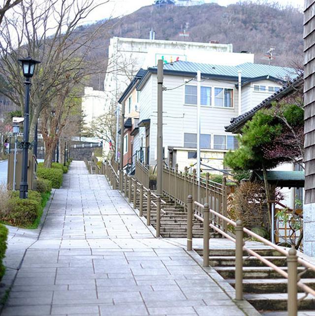 画像: 坂がキツい場合は階段も。キツいのには変わらないですけれど(汗)