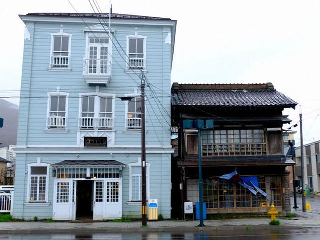 画像: 「cloud9」は弁天町の水色の建物2階です。1階にはカフェもありますよ。