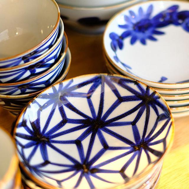 画像: 江戸時代の文様を施したシリーズ。風合いがあって磁器なのに陶器みたいですね。