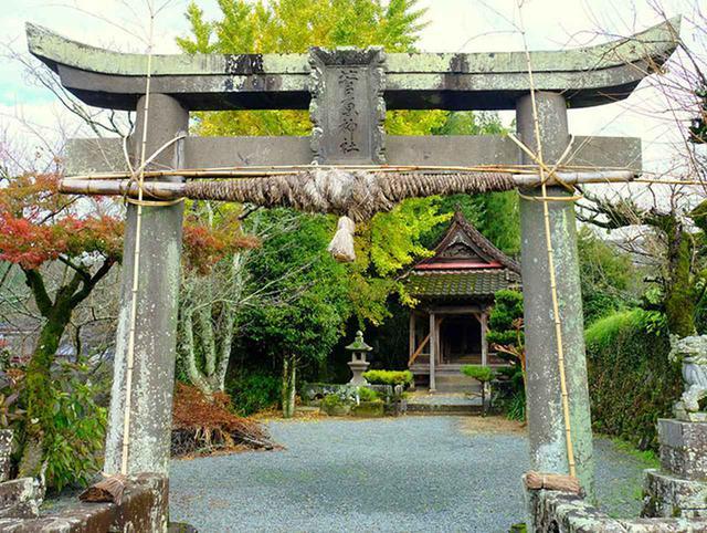 画像: 迫間橋からすぐ近くに古い神社がありました。