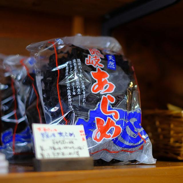 画像: あらめは「京見屋分店」にも売っていましたし、隠岐の商店ならだいたいどこにでも売ってます。
