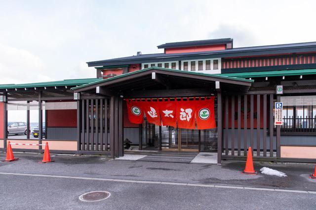 画像1: 地元の人も唸るグルメ回転寿司の本店で、冬の海鮮を堪能