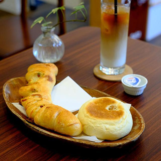 画像: 2つのパンとアイスカフェラテをオーダーしました。