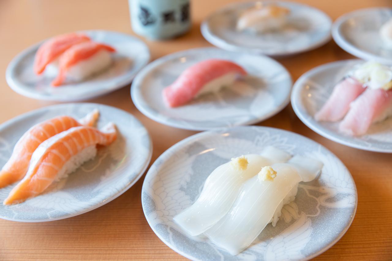 画像2: 地元の人も唸るグルメ回転寿司の本店で、冬の海鮮を堪能
