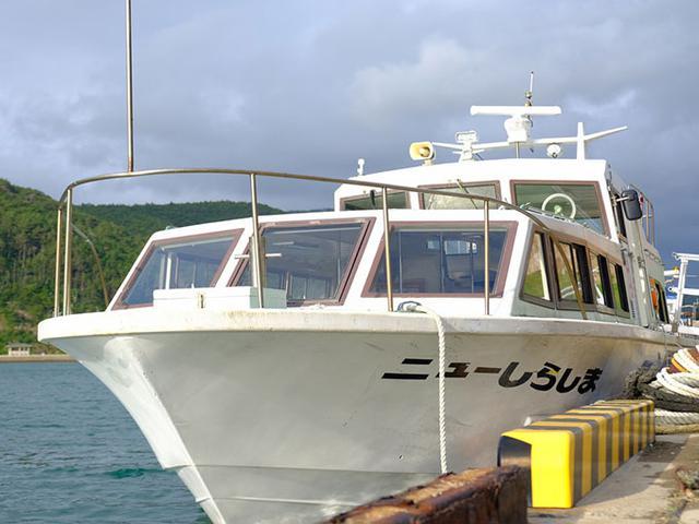 画像: ローソク島遊覧船、乗り場は2つ。この日は赤崎岸壁からの出発です。