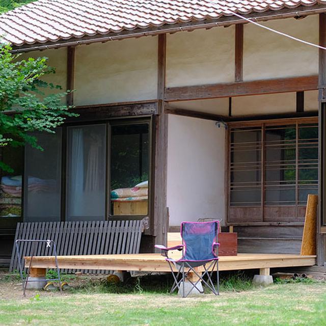 画像: お庭には最近増築した現代風のデッキあり。