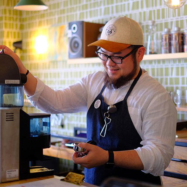 画像: 隠岐にUターンした石川さん。昨年2017年7月にこのカフェをオープンさせました。