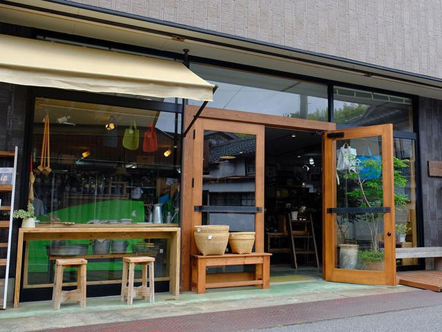 画像: 愛の橋商店街、最後に立ち寄ったのは「京見屋分店」。