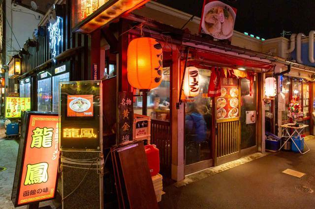 画像1: 函館といえば塩ラーメン。老舗の味で1日目のシメを