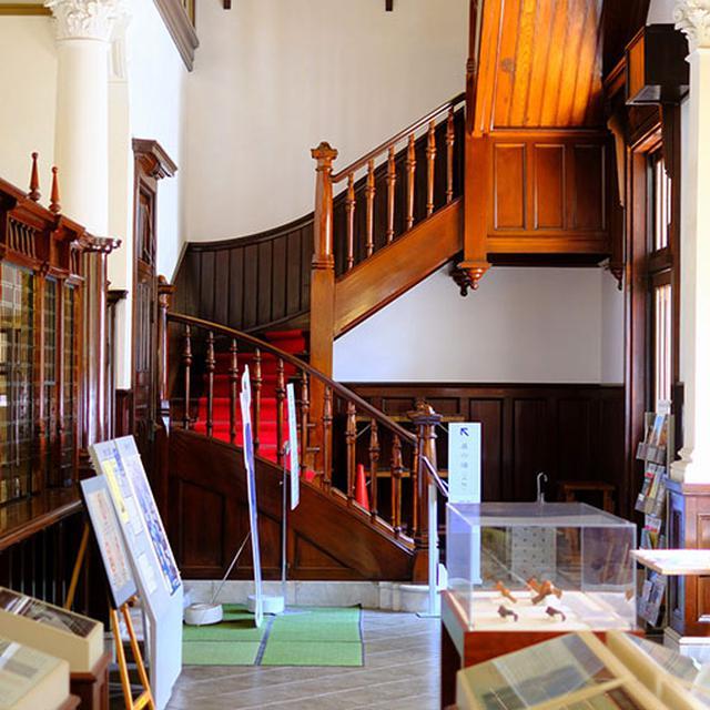 画像: 螺旋階段すてきです。西洋建築好きはこの建物、必見です!