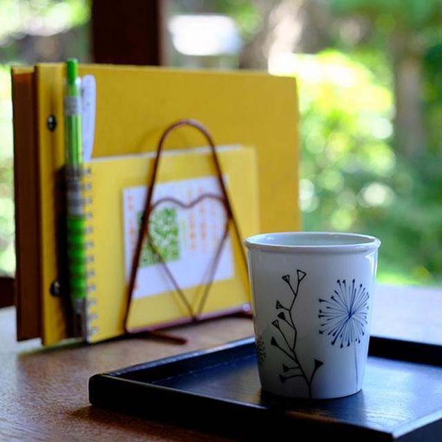 画像: 冷たいお茶が用意されていてありがたい。メニューもたまご色。