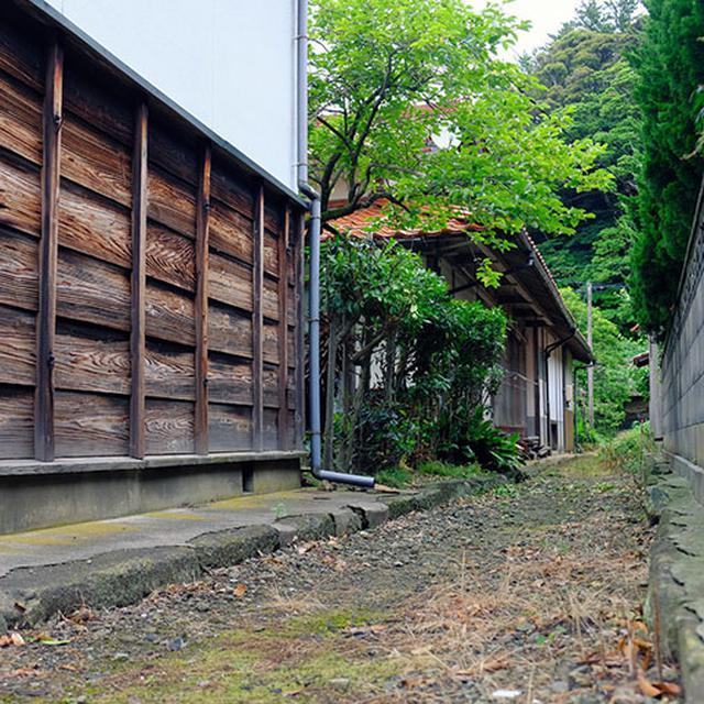 画像: 福浦の集落。港に続く道はどこも細道で雰囲気があります。