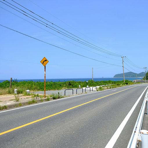 画像: そして「ハニー珈琲」からさらに5キロ。ううー、海!海が見えたーーっ。