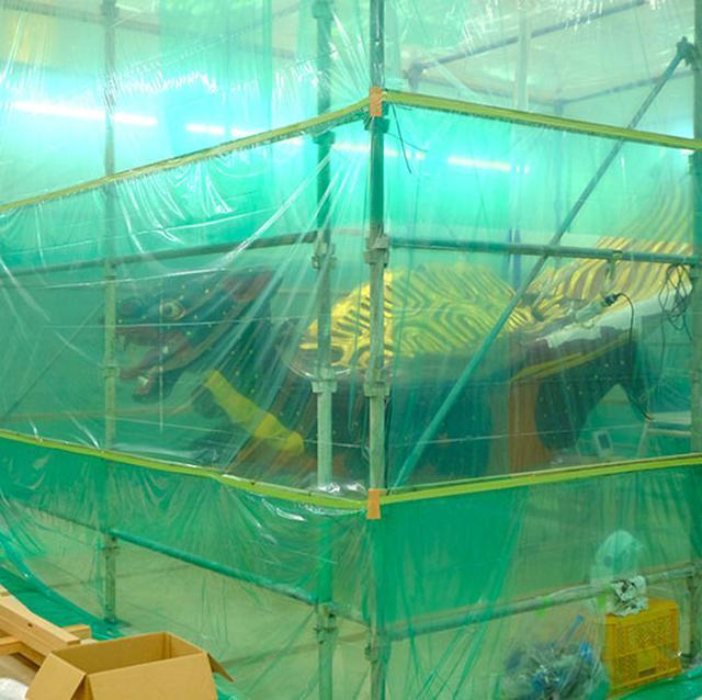 画像: 曳山「浦島太郎」の製作現場。曳山は佐賀の「名尾手すき和紙」を何枚も張り合わせて作っているとのこと。くんちが終わるとどこかの山が必ず修復に入るほど、とてもとても大事に引き継がれてきている曳山です。