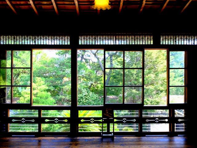 画像: ちょうどお客さんが切れて静かな空間に。窓の外の景色がとても清々しかったです。