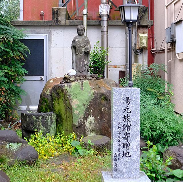 画像: 菊池温泉は戦後になってかれた温泉地です。最初に温泉が湧きだした場所には碑があります。