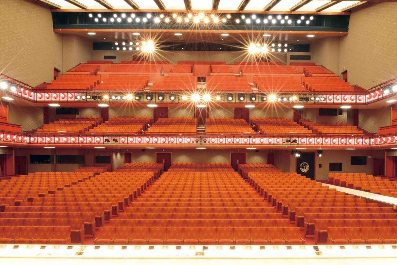 画像2: 「歌舞伎座」で華やかな舞台に見惚れる