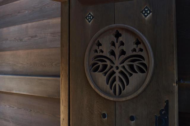 画像2: 「菊」と「桐」の紋章が使われている理由