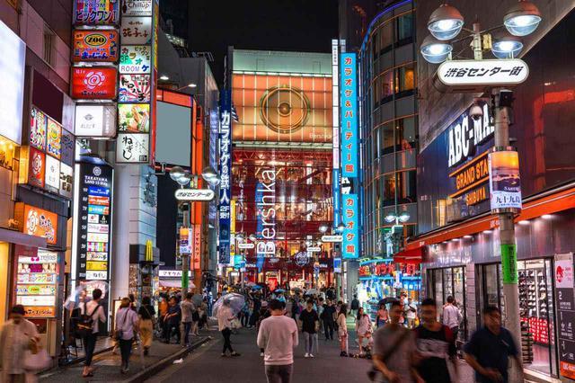 画像: 言わずと知れた若者文化の中心地である「渋谷センター街」