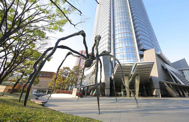画像: C-6「六本木ヒルズ」は巨大なクモが出迎えてくれる