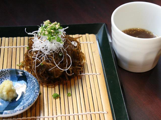画像: 「元祖つけもずく」など、さまざまな沖縄郷土料理が進化。しかも、味もバツグン!!
