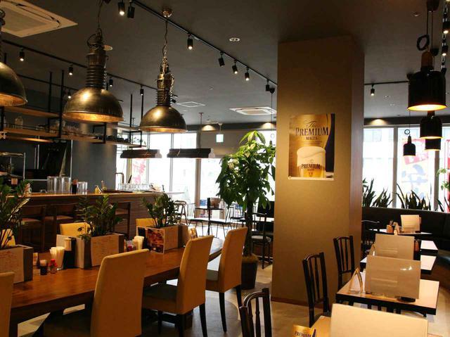 画像: 以前の店舗を利用した作り。ゆくゆくはテーブルなども変えて、より個性を全面に出すとか