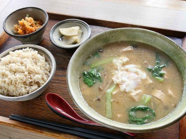 画像: 「具だくさん味噌汁定食」 人気No.1の看板メニュー。朝・昼・夜問わず人気。