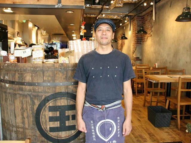 画像: 中西武久さんは東京在住だったが、母方の家業の味噌や沖縄の食材などを世界に伝えるべく、那覇へ移住した