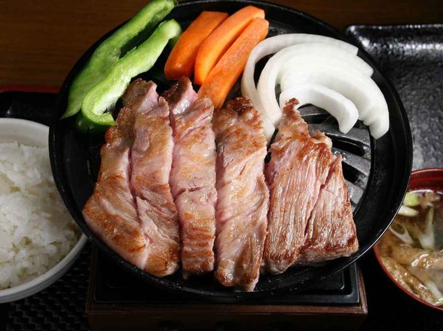 画像: 「トンテキ定食」 なにわ星の豚の良さがダイレクトに伝わる定食。これで800円はお値打ち