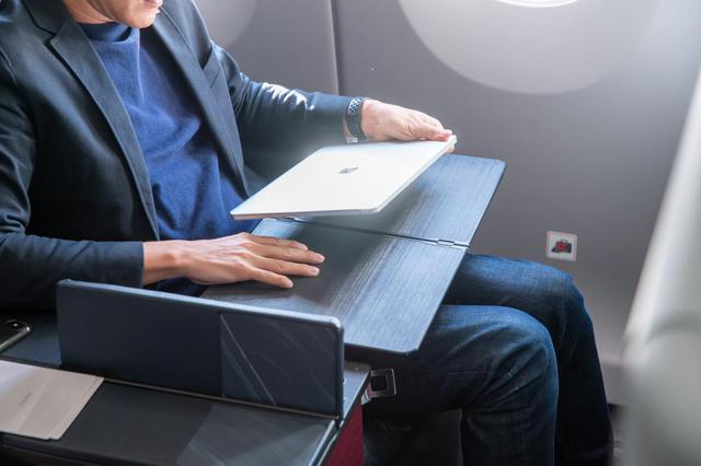 画像6: まるで空の上の書斎。ミステリー作家が語るAirbus A350ファーストクラス